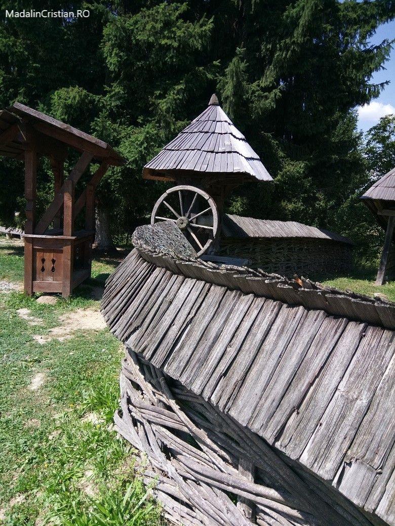 fantana muzeul satului maramuresean