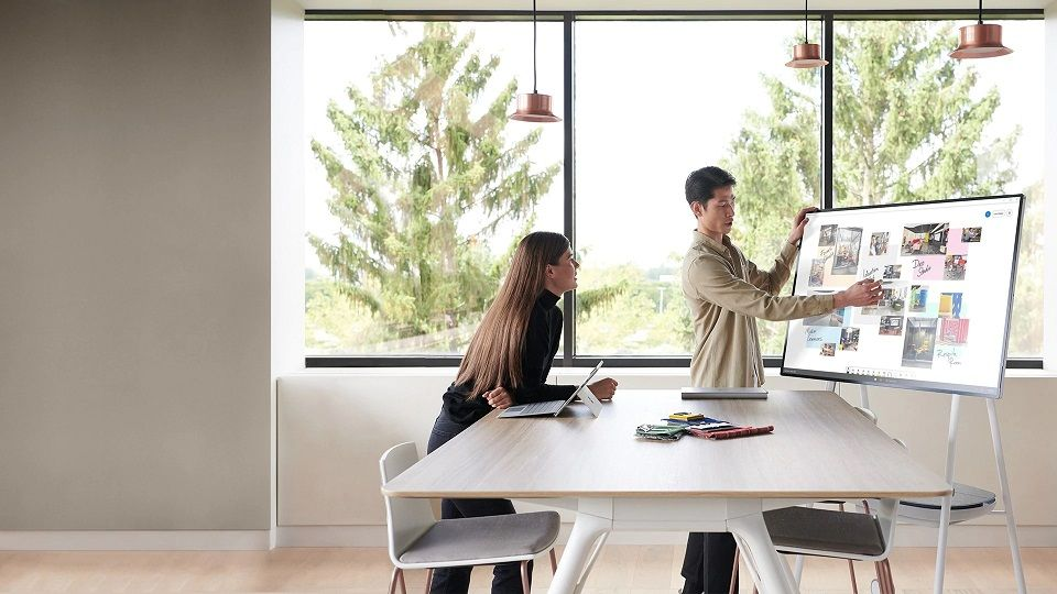 Microsoft pregătește Surface Hub 2S